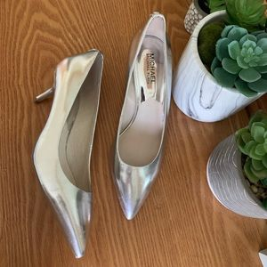 MICHAEL KORS metallic flex kitten heel pumps